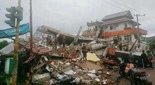 Jokowi Perintahkan Mensos Risma-Kepala BNPB ke Lokasi Gempa Mamuju