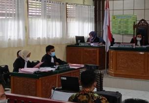 Lima Orang Kades Didakwa Pada Sidang Pertama, Kadis PMD Mangkir Dari Panggilan Hakim