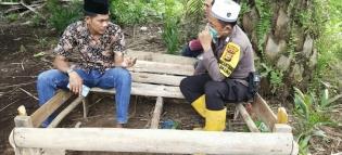 Polsek Panipahan Laksanakan Giat Sambang Warga di Jalan Poros Dusun Perjuangan