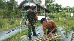 Pendampingan Petani Menggantikan Kayu Pancangan Cabai di Desa Danau Tiga