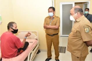 Jenguk Pasien di RS, Wabup Sergai Doakan Agar Segera Sembuh