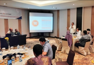 Bupati Sergai Keynote Speaker Emerging Leader Academy IRI Indonesia