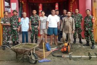 Babinsa 04/Lph Bakti Sosial Bersama Masyarakat di Klenteng Tanjung Rhu