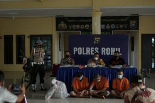 Polres Rohil Ungkap 3 Pelaku Pembunuhan Mayat Terikat di Bagan Sungai Nenas Tanjung Medan, Otak Pelaku Masih Buron
