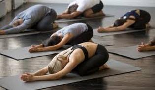 Gara-gara Pakaian Tak Pantas, 30 Orang di Iran Ditangkap Saat Kelas Yoga