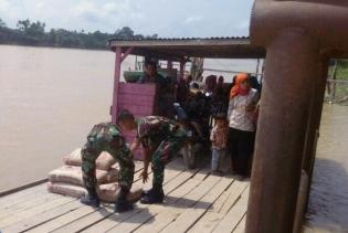 Giat Program TMMD, TNI Gunakan Pompong Mobilisasi Material