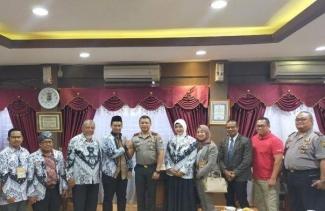 Pengurus PGRI Riau Bicarakan Soal Perlindungan Guru Bersama Kapolda