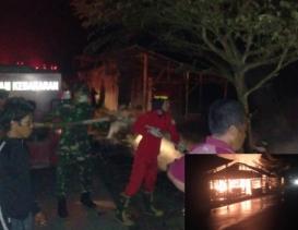 Warung Kopi di Dusun Suka Damai Aceh Tamiang Hangus di Lalap Sijago Merah