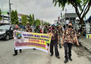 Bersatu Melawan Covid-19, GM-FKPPI Bersama Koramil 06 Sukajadi Membagikan Masker di Pasar Cikpuan