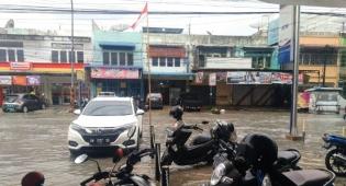 Banjir Genangi Jalan dan Gang Hingga Rumah Warga di Pekanbaru