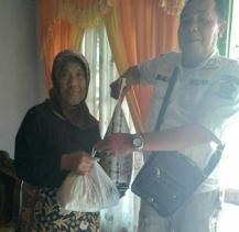 Dampak Covid-19, Talang Rimbo Lama Beri Bantuan Sembako Melalui RT 002