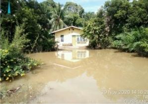 Warga Belum Mengungsi, Banjir Kiriman Masih 'Hantam' Kecamatan Rengat