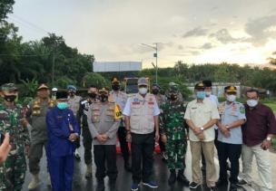 Bersama Bupati Beserta Jajaran Forkopimda, Kapolres Rohil Tinjau Posko Penyekatan Mudik