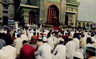 Gubri dan Kapolda Riau Shalat Ied di Masjid Raya An-Nur