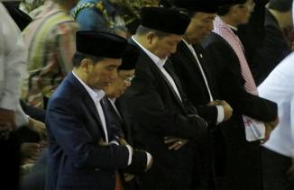 Jokowi-JK dan Jemaah Khidmat Salat Id di Masjid Istiqlal
