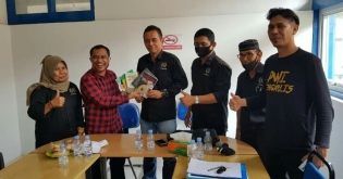 Mantan Wartawan Bagus Santoso Kunjungi Sekretariat PWI Bengkalis
