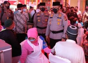 Kunjungan Kerja Ke Inhil, Kapolda Serahkan 1500 Dosis Vaksin, Bansos Dan Bantuan Untuk Rumah Ibadah