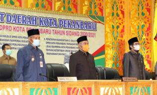Wakil Walikota Pekanbaru Hadiri Pengesahan 3 Ranperda menjadi Perda
