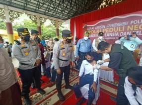 Kunker Ke Siak, Kapolda Riau Lakukan Peninjauan Pelaksanaan Vaksinasi Covid-19 Bagi Lansia dan Pelajar