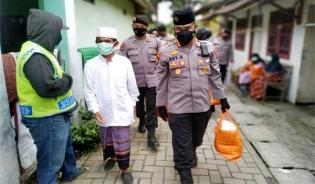 Masyarakat di Lingkungan Ciwaru Apresiasi Program Warung Jumat Polda Banten