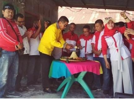 RJB LIRA Potong Tumpeng Bersama Pembina dan Ketua IWO Riau