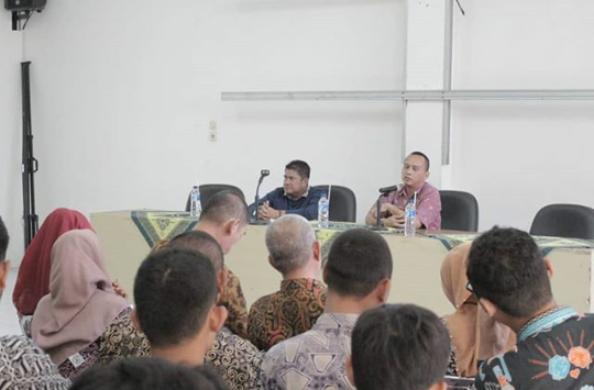 Camat Bekasi Timur memberikan Arahan Kepada Satgas Pamor di Aula Kecamatan Bekasi Timur