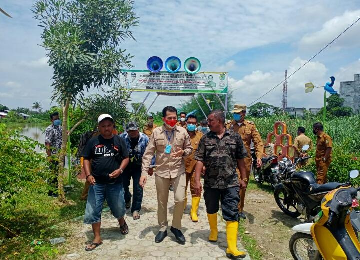 Ketua DPRD Sergai Tinjau dan Berikan Bantuan Korban Banjir Sei Rampah