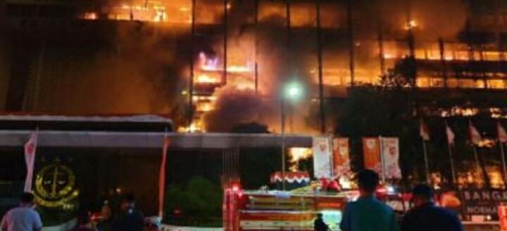 Kantor Utama Kejaksaan Agung Hangus Terbakar