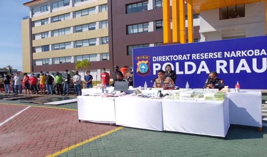 Terkait Modus Baru Drive Thrue Kasus Narkoba, Polda Riau Gelar Press Release
