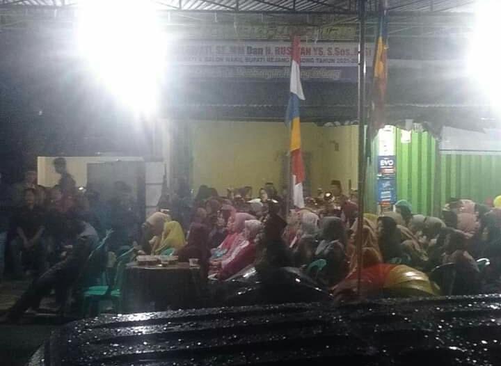 Walau Diguyur Hujan, Warga Antusias Ikuti Acara Silaturrahmi dan Sosialisasi Balon Bupati Rejang Lebong