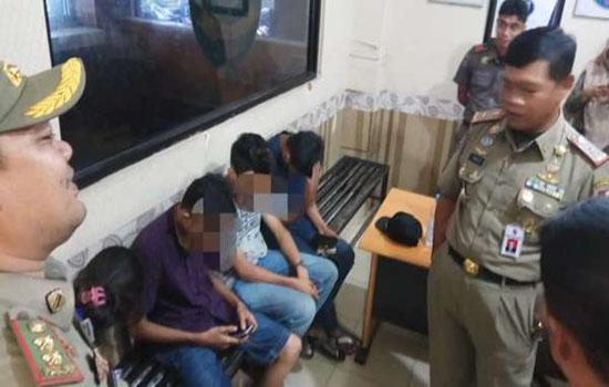 Satpol PP Kota Pekanbaru Grebek 3 Pria dan 1 Wanita