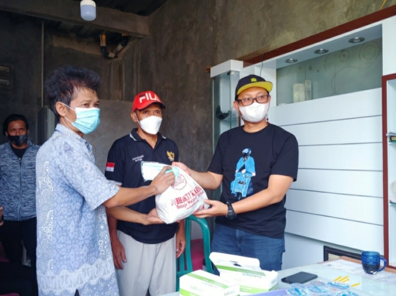 Rizky Apriwijaya Sambangi Dapil Bekasi Guna Membagikan Bantuan Sembako Kepada Warga