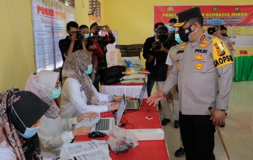 Berikan Bansos dan Gelar Vaksinasi, Kapolda Riau : 'Kolaborasi dan Sinergi Mampu Tangani Covid-19'