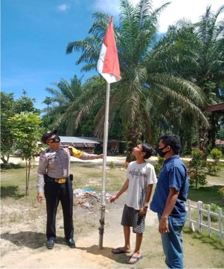 Kapolsek Simpang Kanan Himbau Masyarakat Agar Memasang Bendera Merah Putih