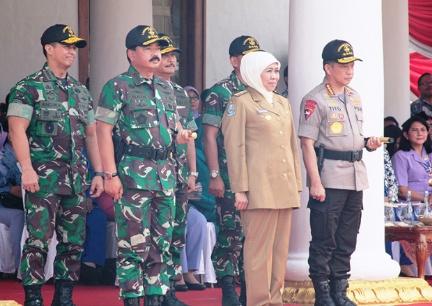 Gubernur Jatim Dampingi Panglima TNI Lepas Kirab