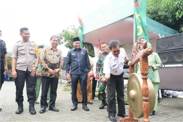 Wakil Walikota Membuka Pencanangan Bhakti Sosial TNI - KKBPK - Kesehatan