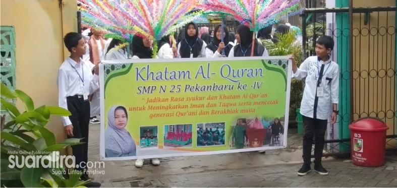 SMPN 25 Pekanbaru mengkhatamkan ratusan siswa di sambut meriah