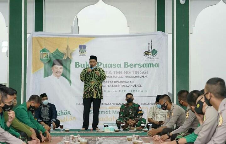 Bersama Masyarakat, Walikota Tebingtinggi dan Peserta Latsitardanus XLI 2021 Buka Puasa Bersama