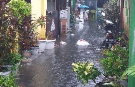 Pagi Ini Jakarta Diguyur Hujan, Sejumlah Titik Tergenang Banjir