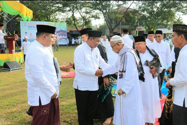 Plh Bupati Sergai Melaksanakan Shalat Idul Adha 1440 H dan Tinjau Kelokasi Pemotongan Hewan Qurban