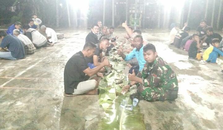 Potret Kebersamaan, Jelang Malam Terakhir Satgas TMMD ke-110 Kodim 0313 KPR Di Tapung Jaya