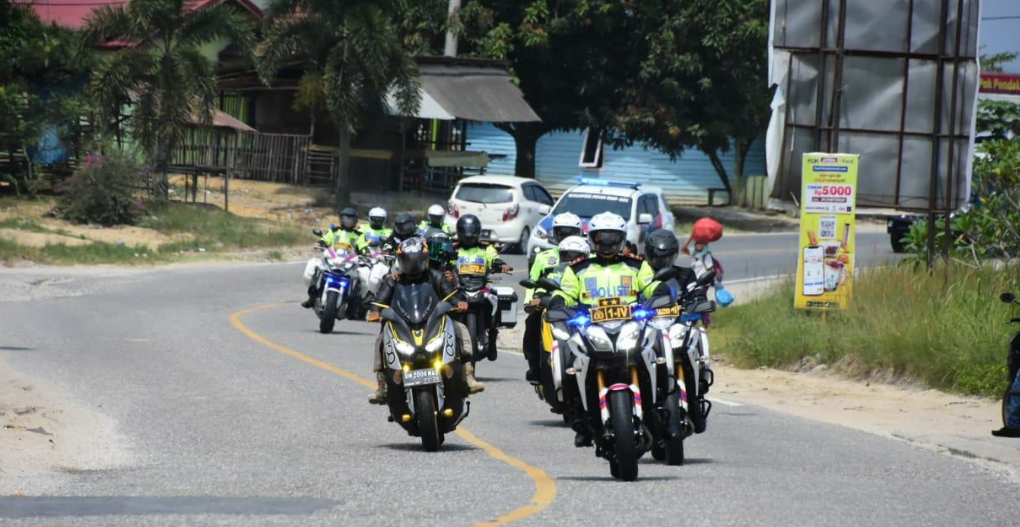 Bersepeda Motor, Kapolda Bersama Danrem 031/WB Tinjau Pos PPKM Dan Pelaksanaan Vaksinasi