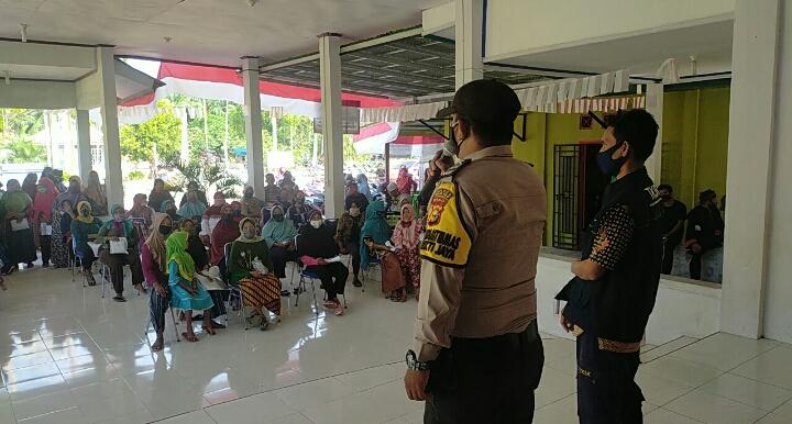 Polsek Rimba Melintang Amankan Penyaluran BST Ke 338 KK Masyarakat Penerima