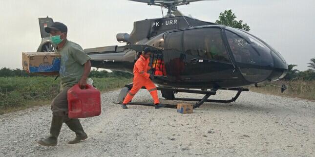 Rombongan Babinkamtibmas Mengawali Pemadaman Sebelum Rombongan Helikopter Pemadam Datang