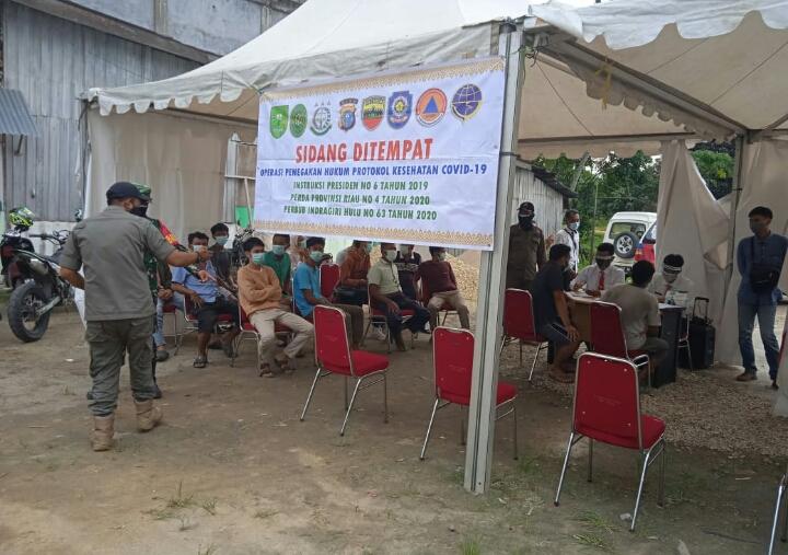 Pelaksanaan Razia Prokes Covid -19 di Simpang Tugu Patin Rengat Barat, Puluhan Orang Terjaring