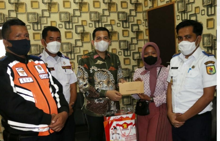 Ketua DPRD Sergai Undang Relawan Penjaga Pintu Perlintasa Kereta Api