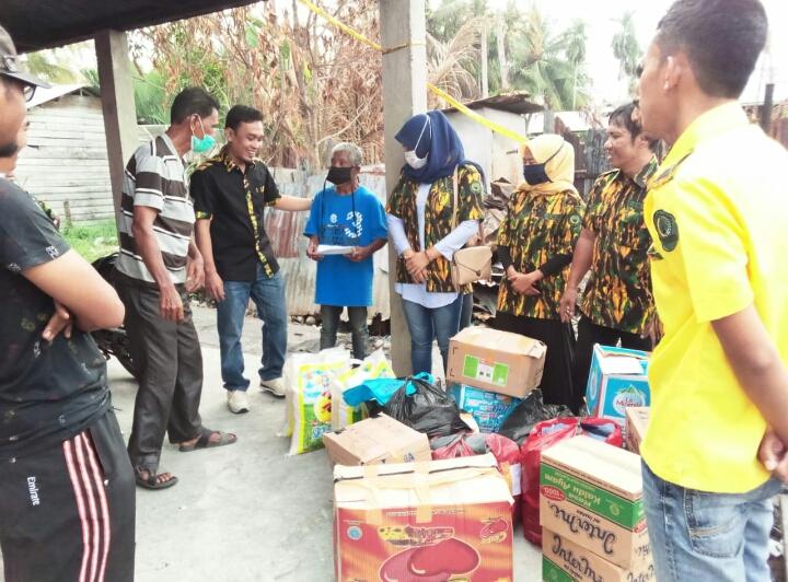 AMPG-Bangko Peduli, Serahkan Bantuan Untuk Korban Kebakaran di Bagan Punak Pesisir