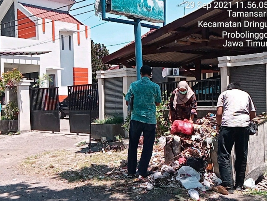 KPK RI Buru Dokumen di Probolinggo Sampai Ke Tempat Sampah