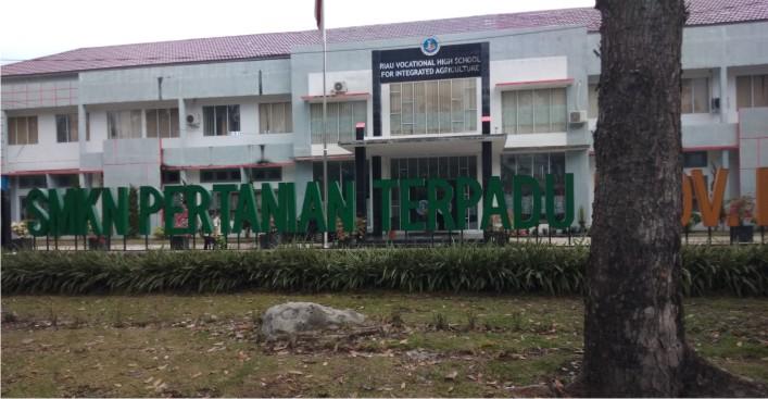 SMK Negeri Pertanian Terpadu propinsi Riau Sejahterakan Siswa