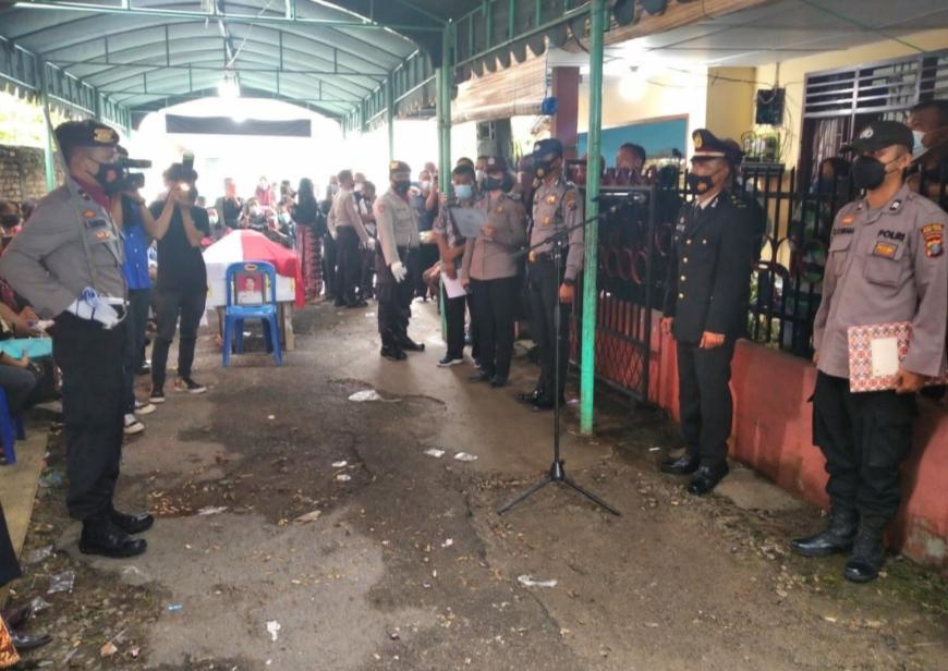 Plt Kapolsek Padang Hilir Pimpin Upacara Persemayaman Alm AKP Gerinus Purba